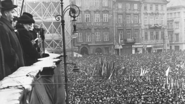 Projev Klementa Gottwalda na Staroměstském náměstí
