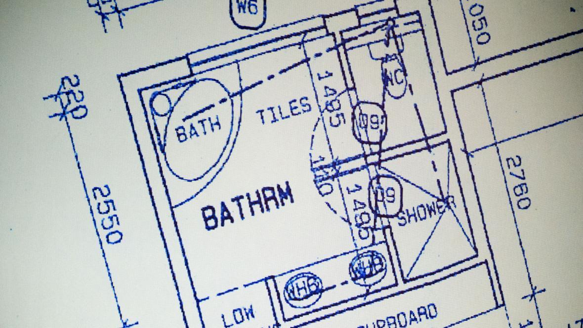 Nákres koupelny, ve které se střílelo