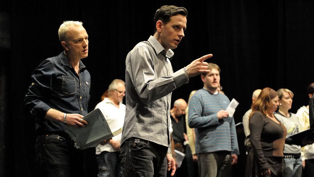 Rocc s Peterem Weddem (Lohengrin) a členy sboru Opery NDM