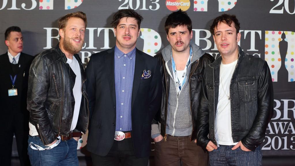 Folk-rocková skupina Mumford & Sons na Brit Awards 2013