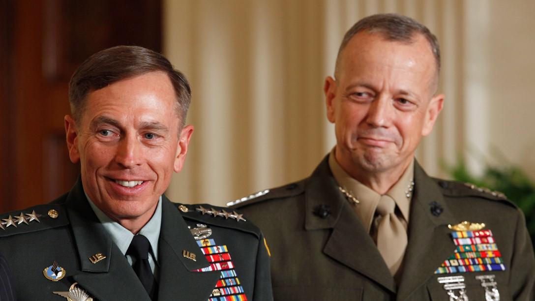 David Petraeus a John Allen