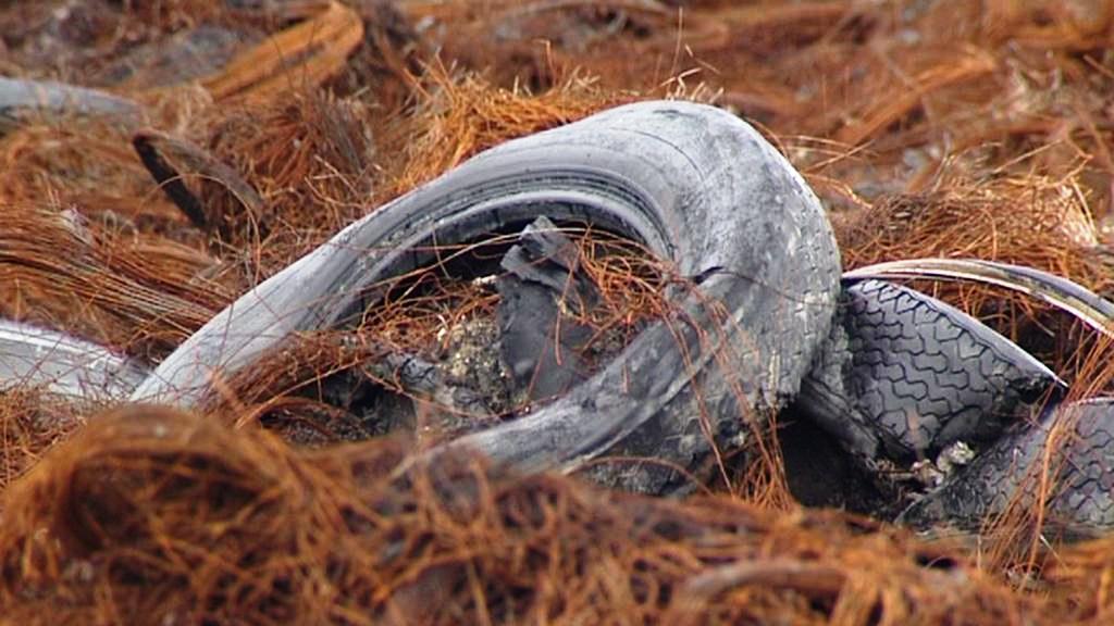 Vyhořelá skládka pneumatik