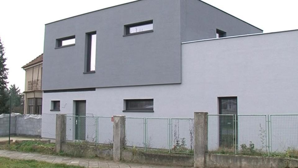 Černá stavba v brněnské čtvrti Husovice
