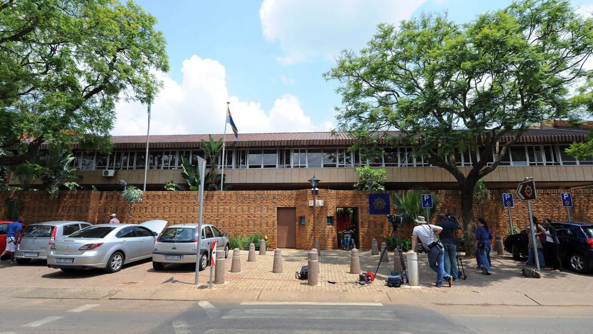 Policejní stanice, kde je ve vazbě Oscar Pistorius