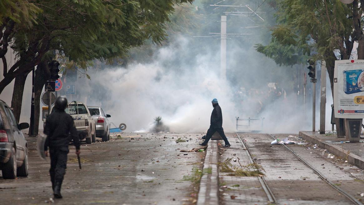Pouliční nepokoje v Tunisu po smrti Šukrího Bilajda