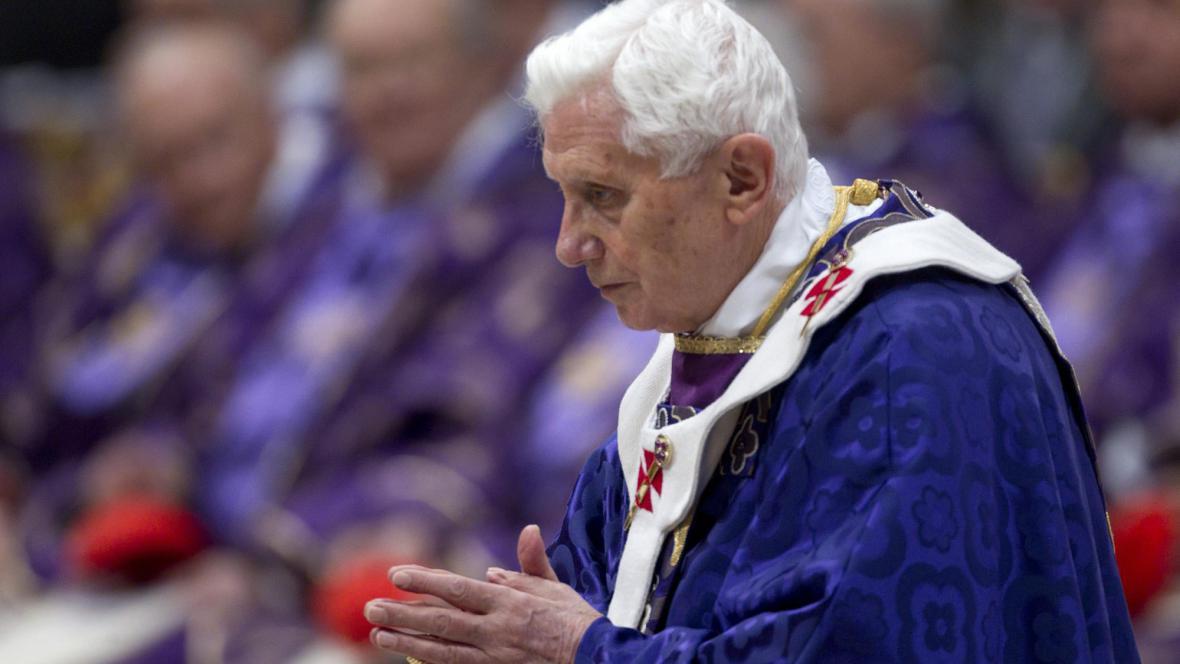 Benedikt XVI. při mši