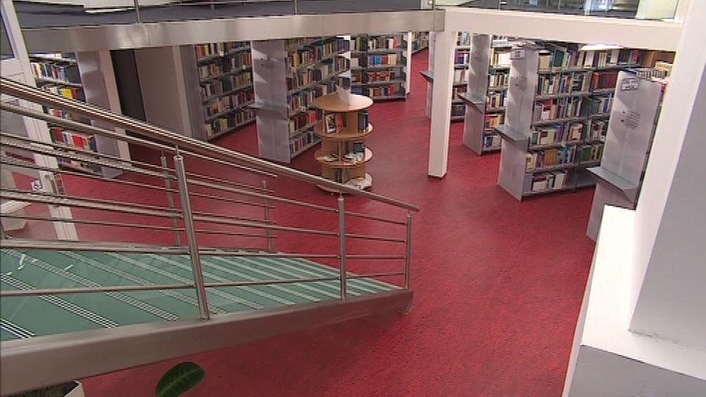 Schodiště knihovny ESF MU