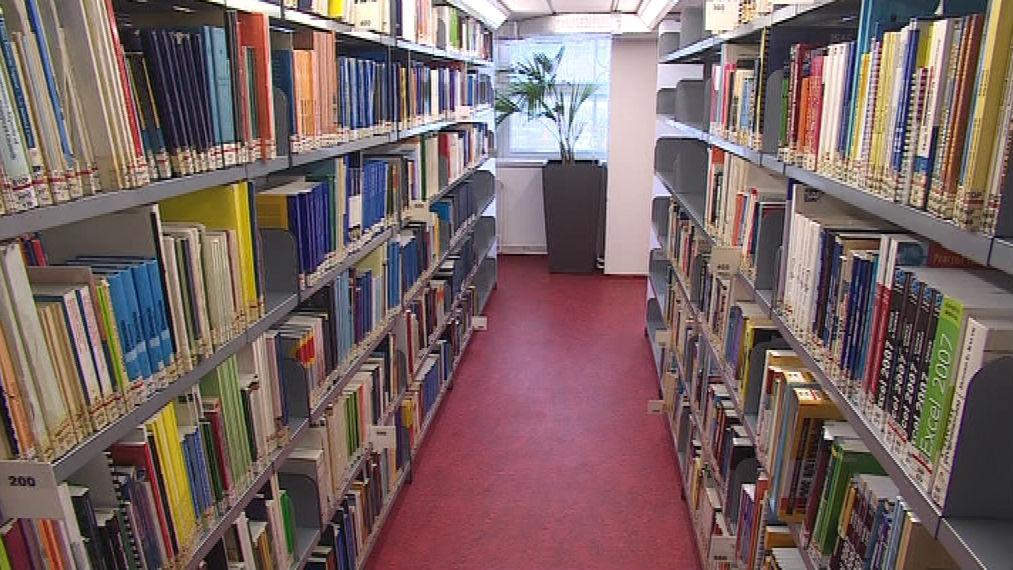 Opravená knihovna na ESF MU