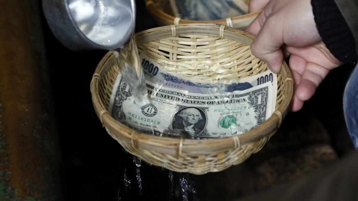 Dolar versus japonský jen
