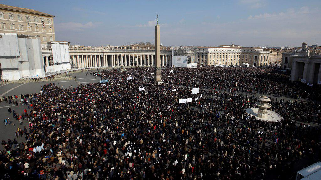 Zaplněné Svatopetrské náměstí