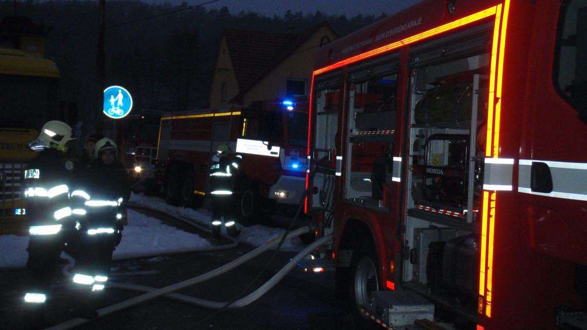 Hasiči zasahují při požáru v průmyslové části Zlína