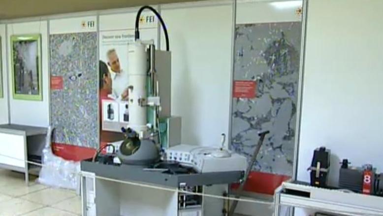 Kabinet elektronové mikroskopie funguje od roku 2009