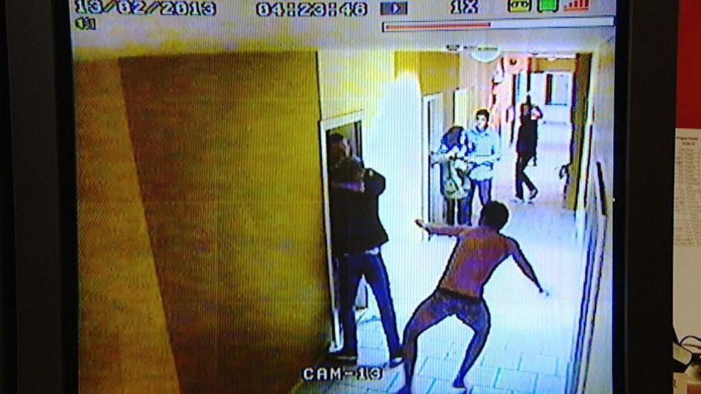 Dánští výtržníci na záběrech bezpečnostní kamery