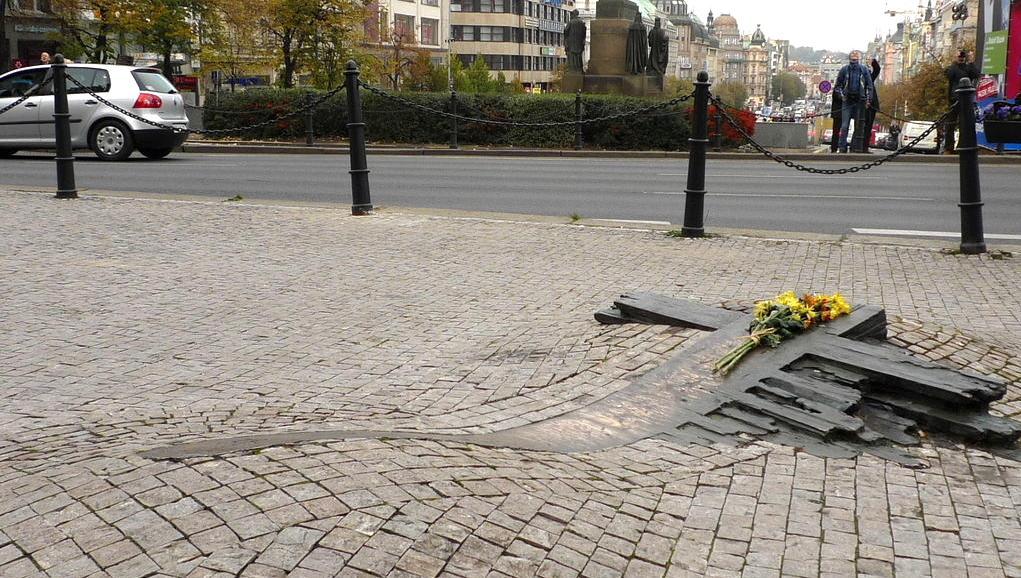 Pomník Jana Palacha před Národním muzeem v Praze