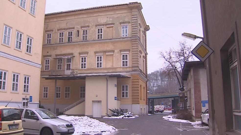 Lékaři doufají v přestěhování porodnice do nové budovy
