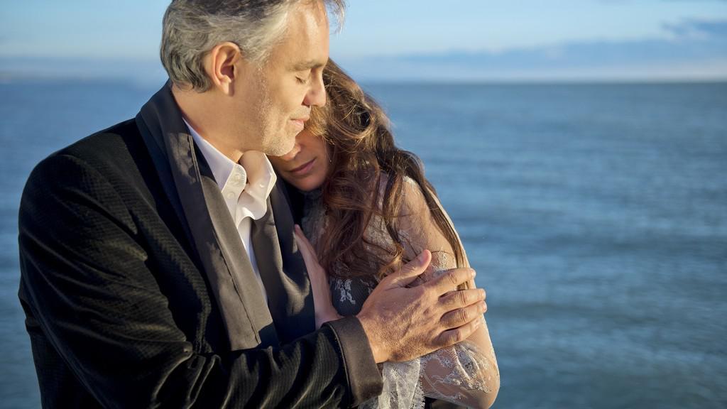 Andrea Bocelli se svou snoubenkou Veronicou Bertiovou