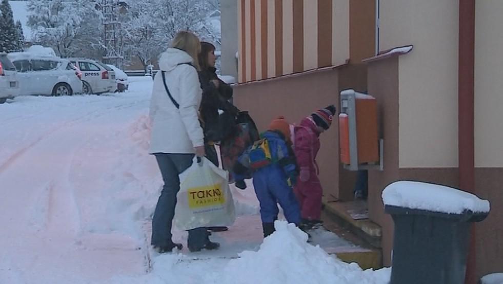 Rodiče raději vozí děti do školky v sousední obci Košíky