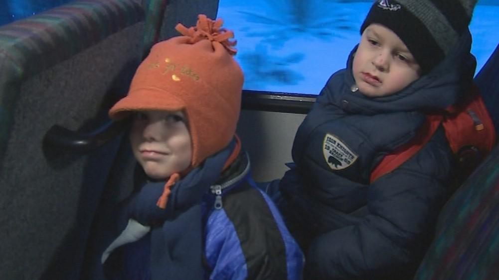 Děti jezdí ze Sušic speciální autobusovou linkou