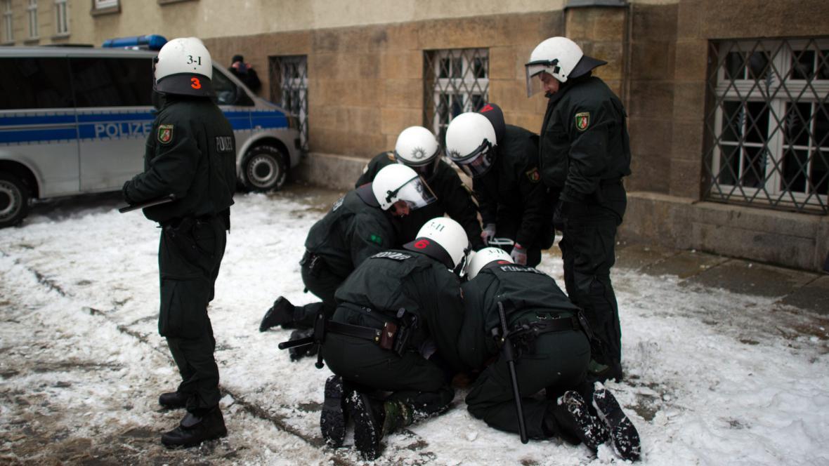 Na pořádek v Drážďanech dohlížejí stovky policistů