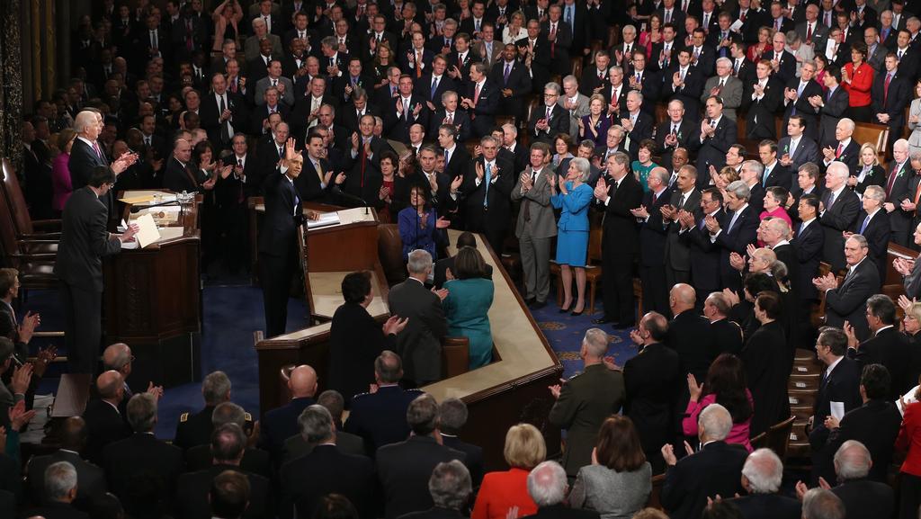 Obama se zdraví s oběma komorami Kongresu