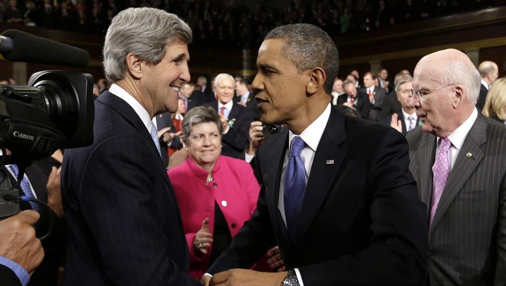 Prezident Obama se zdraví s novým šéfem diplomacie Johnem Kerrym