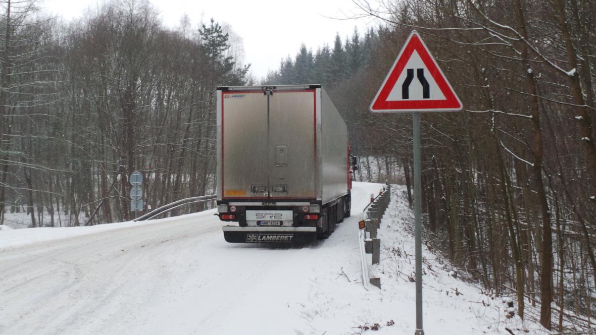 Za Zastávkou u Brna uvízly čtyři kamiony