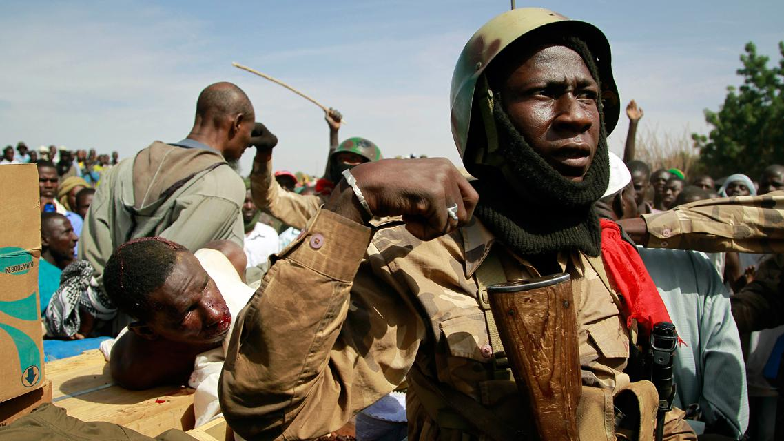 Malijští vojáci se zadrženými islamisty