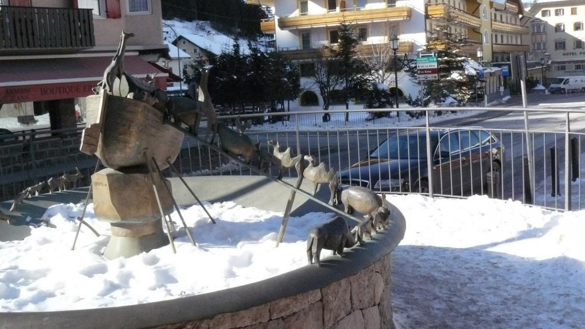 Centrum Val Gardeny je plné soch