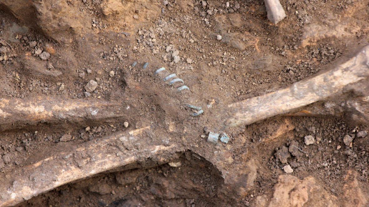 Součástí nálezu byl i bronzový náramek