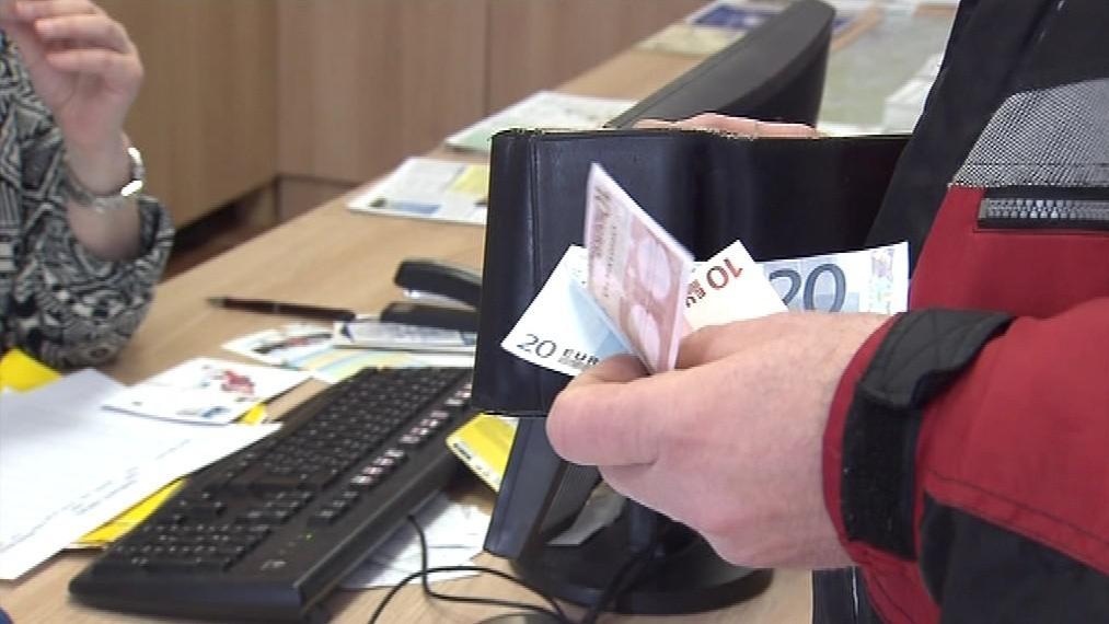 Vstupenky lze koupit i v eurech, zpět ale lidé dostanou koruny