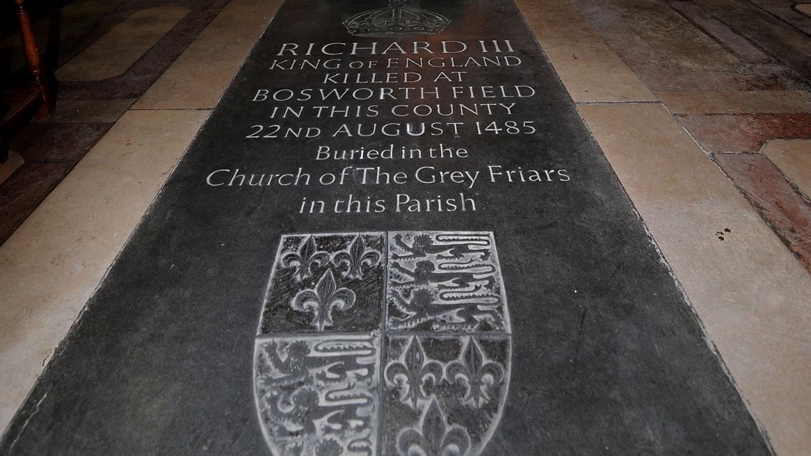 Pamětní deska Richarda III. v katedrále v Leicesteru