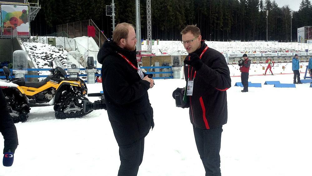 Moderátor z brněnské redakce sportu Petr Kubásek (vpravo)