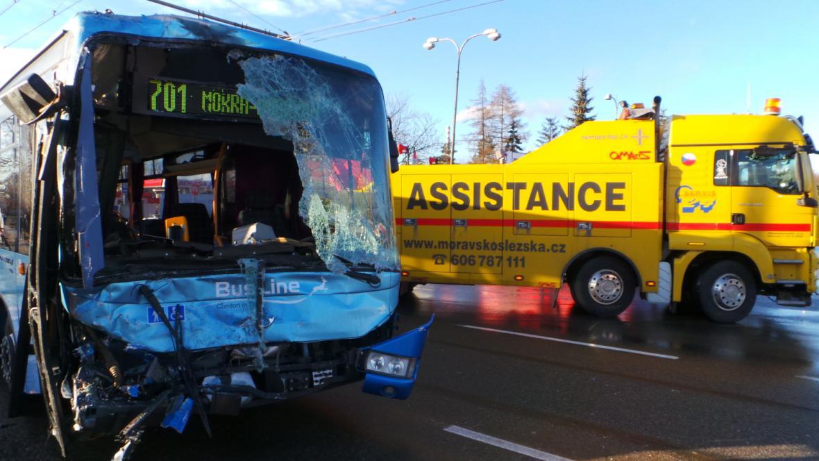 Nehoda autobusů v Brně-Slatině