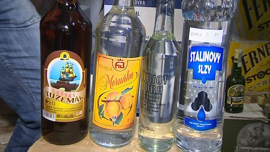 Alkohol byl v láhvích bez kolku