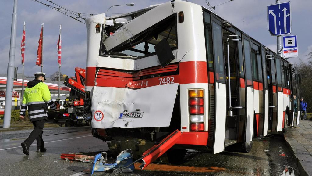 Nehoda autobusů v Brně