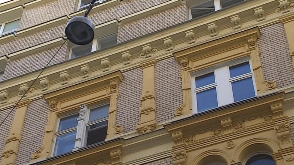 Původní dřevěná okna nahradila podle památkářů plastová