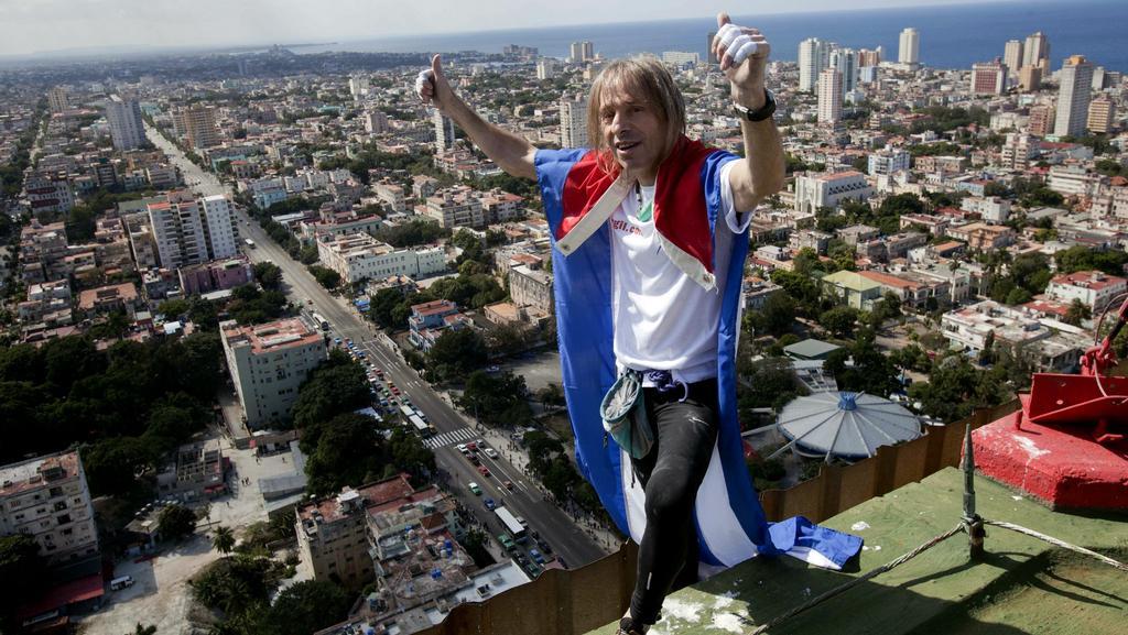 Alain Robert na střeše havanského hotelu