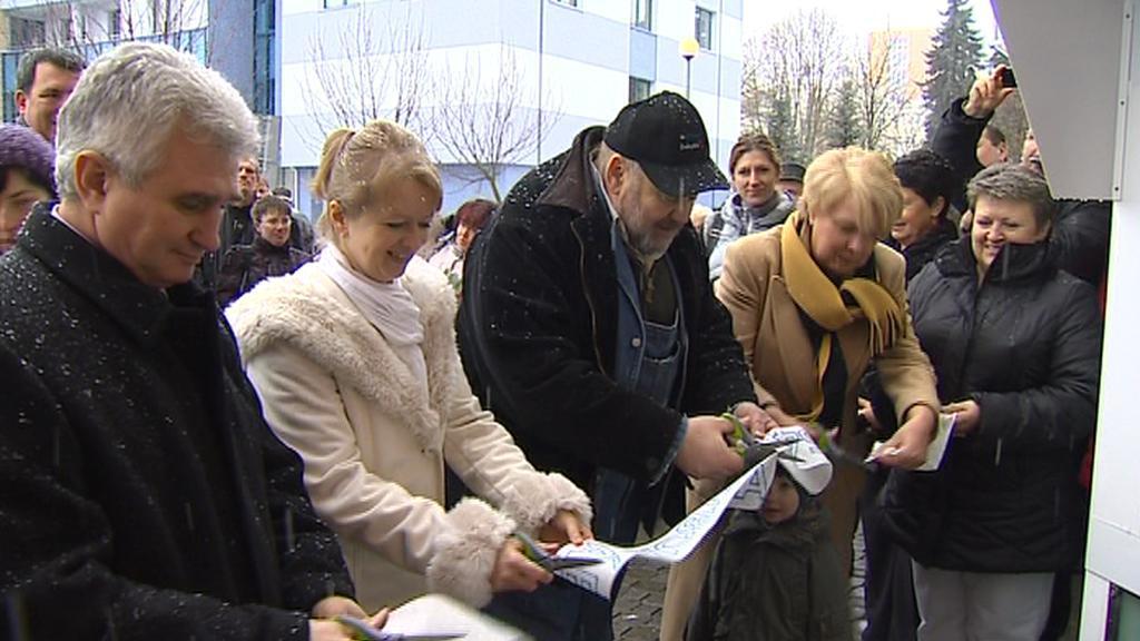 Otevření v Táboře se zúčastnil předseda Senátu Štěch i zakladatel babyboxů Ludvík Hess