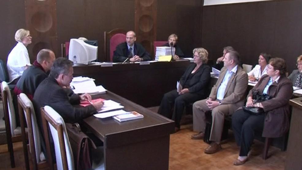 Vedení Přítluk a účetní před soudem v roce 2010