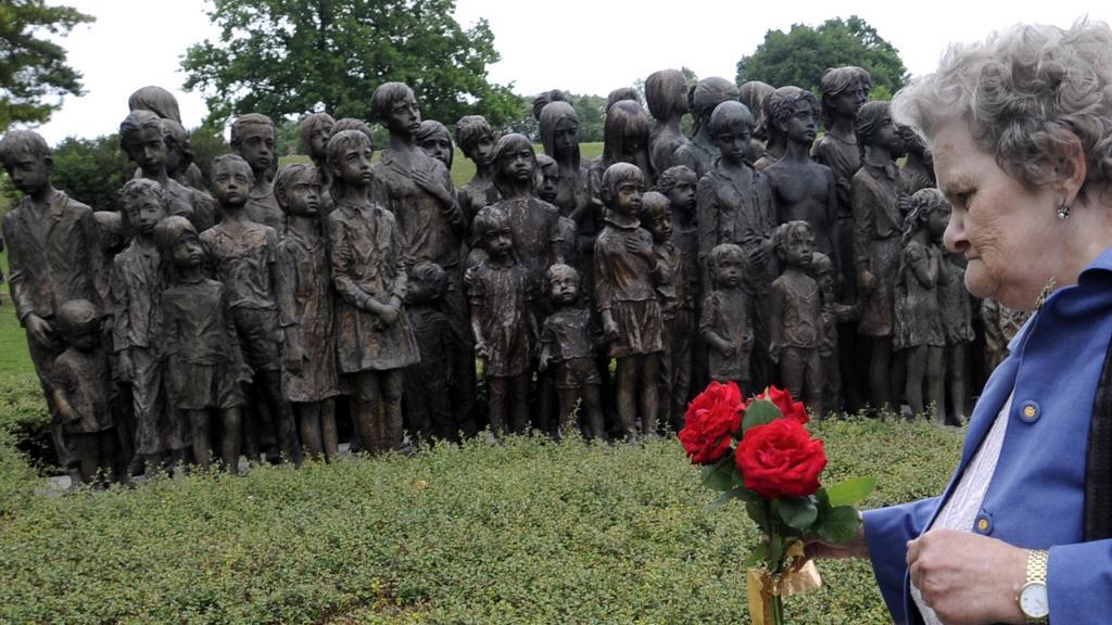 Pieta k 70. výročí vypálení Lidic