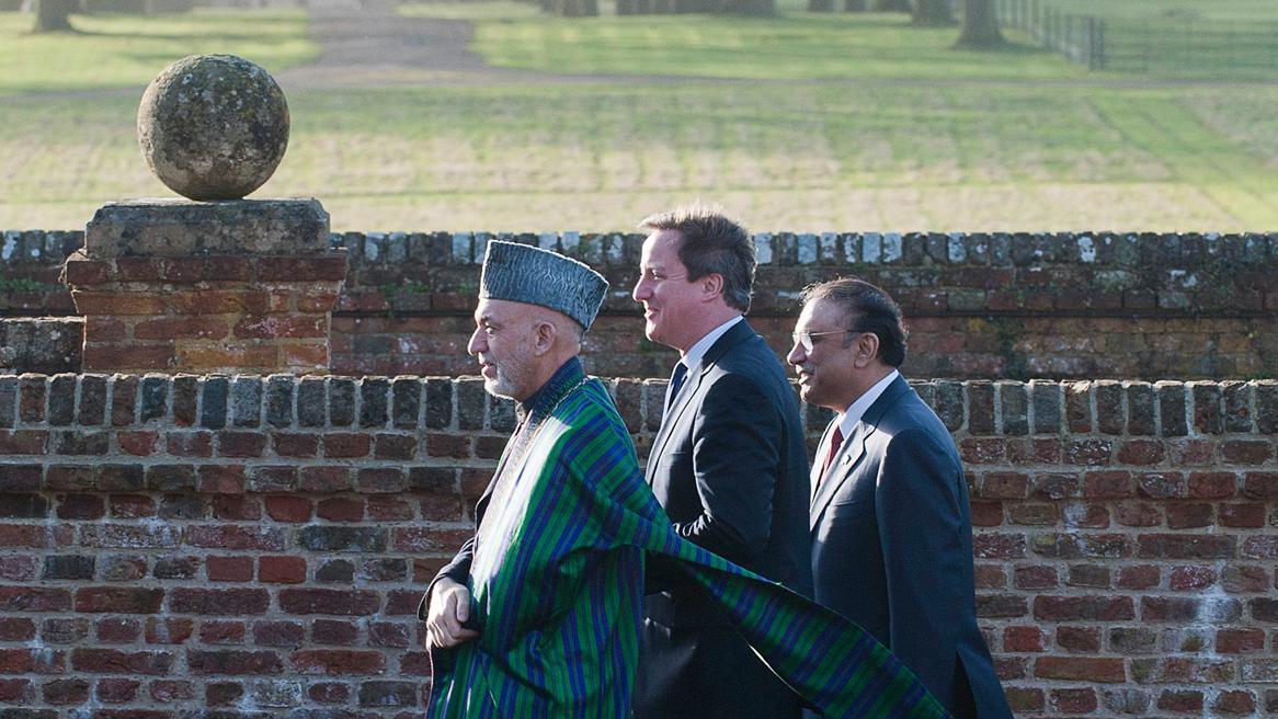 Hamíd Karzáí, David Cameron a Ásif Alí Zardárí