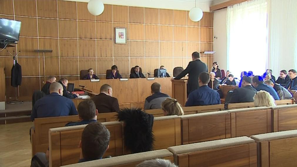 Členové gangu vyhrožovali Michkovi násilím i únosem dítěte