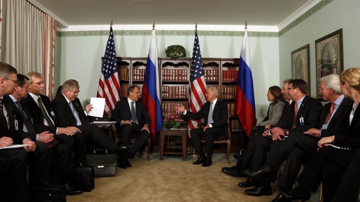 Biden a Lavrov na mnichovské konferenci