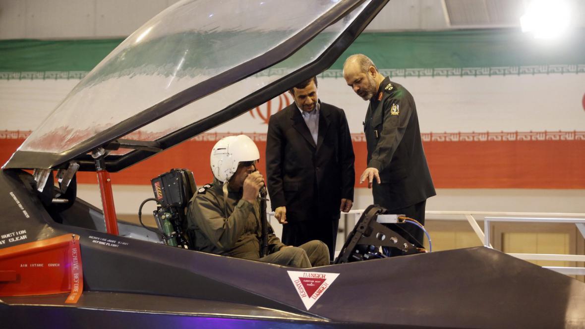 Írán představil novou stíhačku