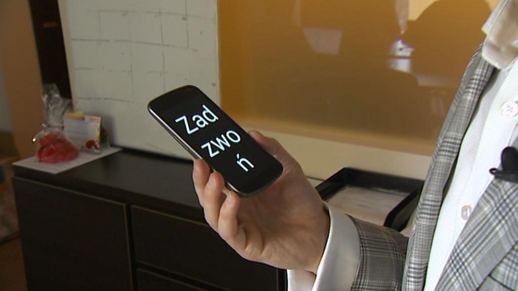 Chytrý telefon pro nevidomé se začíná prosazovat v Polsku