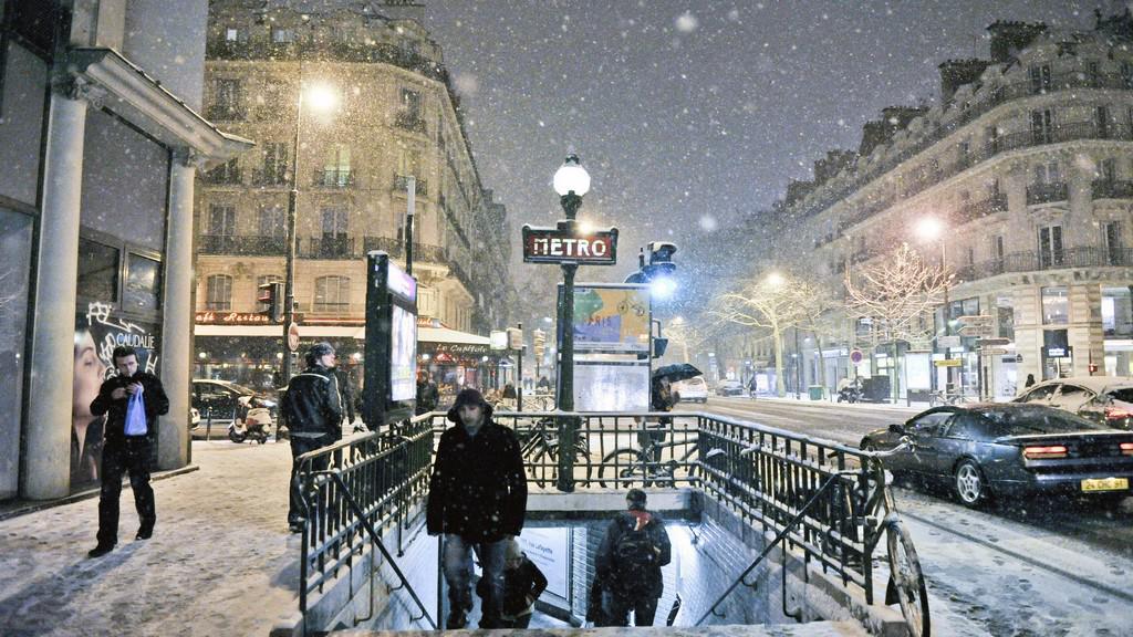 Sníh v Paříži