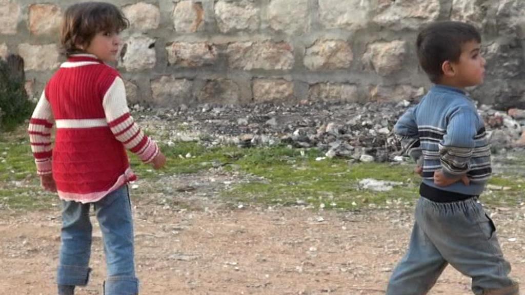 Děti ve zničených ulicích Aleppa