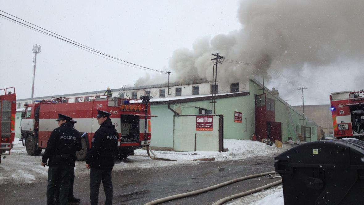 Požár skladovací haly v Moravanech u Brna