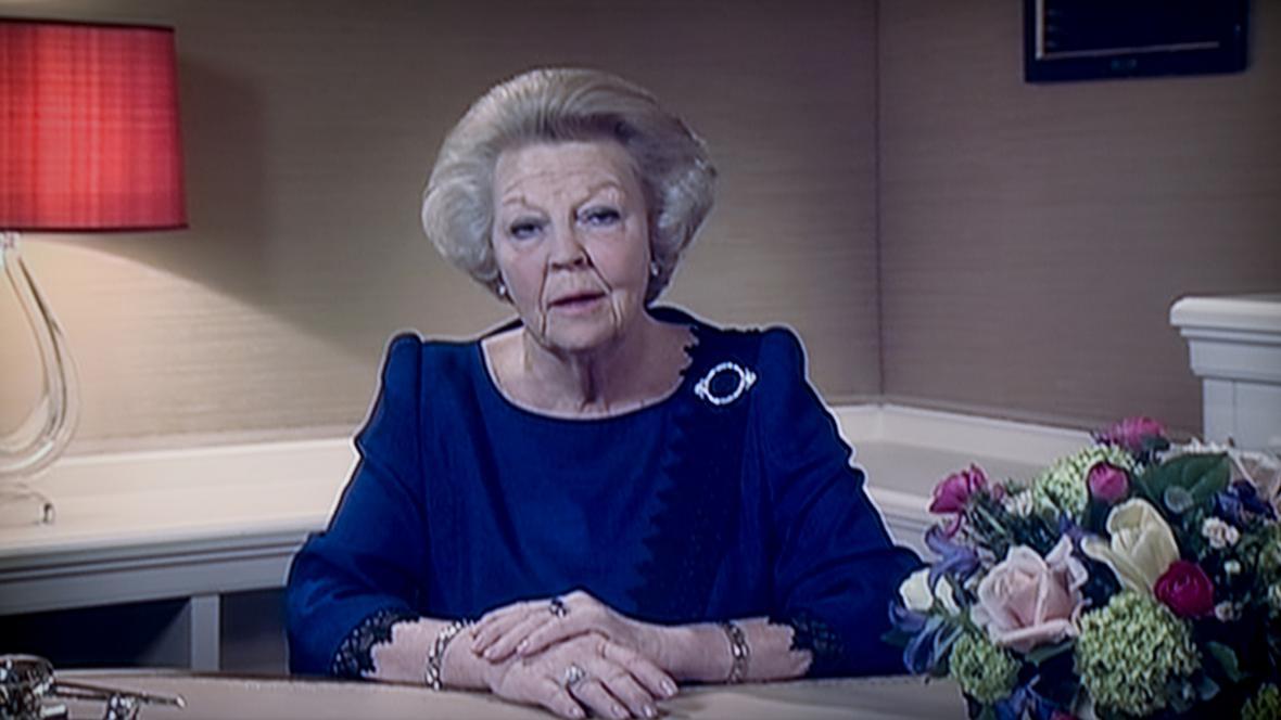 Královna Beatrix oznamuje svou abdikaci