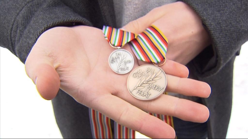 Bronzový hrdina dorazil i s medailemi domů do Brna